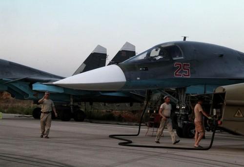 تعمیر و نگهداری جنگنده های سوخو - 34 در فرودگاه حمیمیم - لاذقیه سوریه