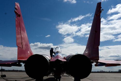میگ – 29، جنگنده چند منظوره که می توان آن را مجهز به موشک های « هوا – هوا» (ار-60 ) کرد که برای نبرد نزدیک در نظر گرفته شده است و تسلیحاتی برای نابودی اهداف زمینی