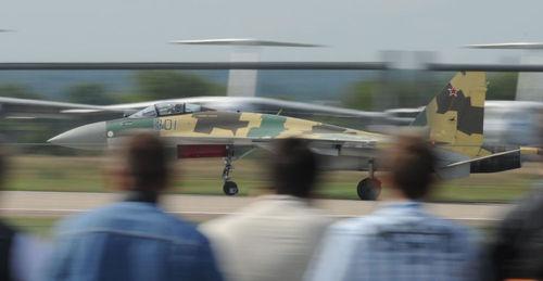 سو -35، نوعی پل بین جنگنده های نسل های چهارم و پنجم ، مجهز به موتورهایی شبیه موتورهای هواپیمای « پاک - فا» است. در زمان حاضر فقط نیروی هوایی روسیه مسلح به « سو -35» است و ارتش هنوز مسلح به آن نشده است