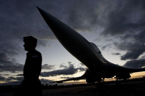 تو-160، به عنوان بمب افکن استراتژیکی، زیاده از حد سریع است. این هواپیما می تواند تسلیحات هسته ای و عادی را حمل و نقل کند