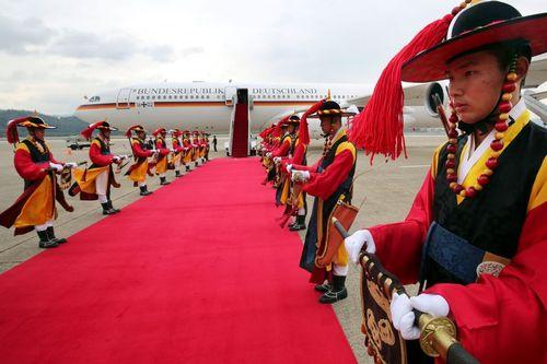 استقبال رسمی از رییس جمهور آلمان در فرودگاه شهر سئول