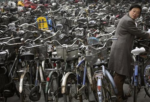 بر اساس فهرستی که سازمان بین المللی جمعیت ارایه کرده است دو شهر شانگهای و پکن به ترتیب با دارا بودن 23.4 و 21 میلیون نفر جمعیت در رده ششمین و هشتمین شهرهای پرجمعیت جهان محسوب می شوند.