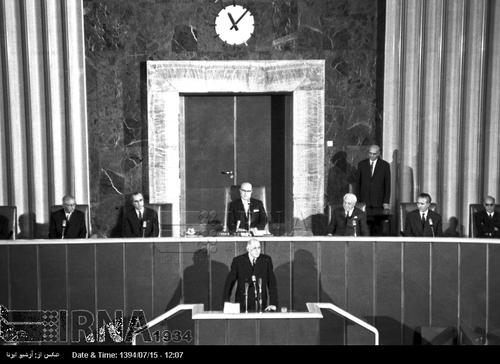 ژنرال دو گل در جلسه مشترک مجلس سنا و شورای ملی سخنرانی می کند