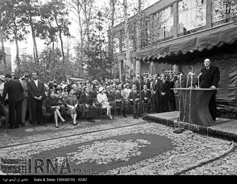ژنرال دوگل در انستیتوی ایران و فرانسه ، سخنرانی می کند