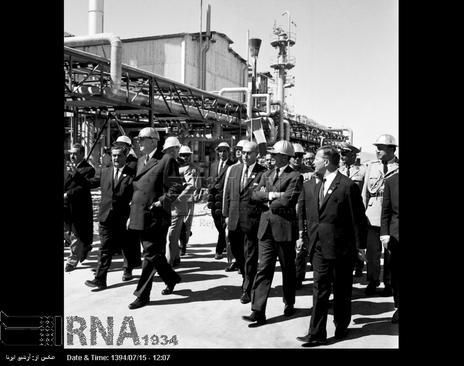 کارخانه کود شیمیایی در مرودشت استان فارس با حضور ژنرال دوگل آغاز به کار می کند