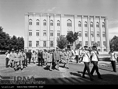 ژنرال دوگل از دانشکده افسری در تهران بازدید می کند