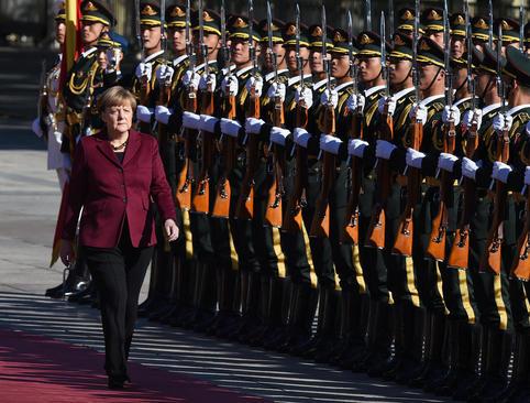 استقبال رسمی از آنگلا مرکل صدر اعظم آلمان در پکن
