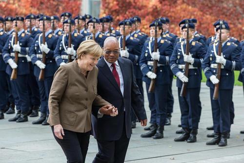 مراسم استقبال رسمی از جاکوب زوما رییس جمهوری آفریقای جنوبی در برلین