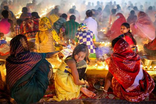 مراسم آیینی هندوها در معبدی در شهر داکا بنگلادش
