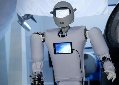 رونمایی از روبات فضا نورد در مسکو. این روبات قرار است به عنوان دستیار فضا نورد به ایستگاه فضایی بین المللی فرستاده شود