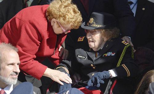 سرهنگ دوم مک گراس پیرترین کهنه سرباز جنگ دوم جهانی آمریکا در مراسم روز جانبازان - ویرجینیا