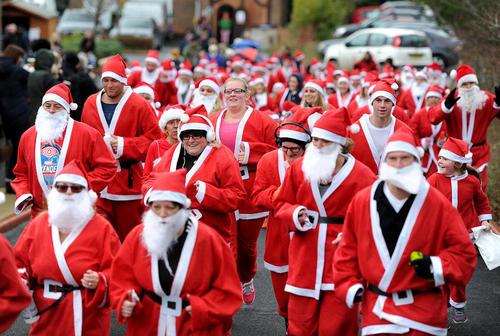 مسابقات دو در لباس بابانوئل در دورسِت انگلیس