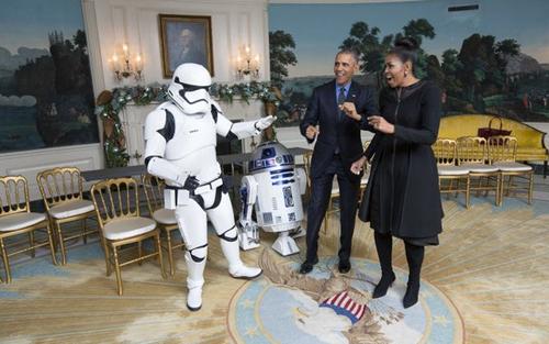 مردی در لباس یکی از شخصیت های اصلی فیلم جدید جنگ ستارگان در کاخ سفید
