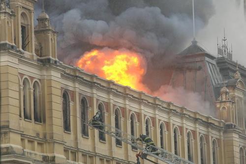 آتش سوزی در یک موزه در سائوپائولو برزیل