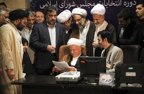 عکس خبرگزاری شینهوا از ثبت نام اکبر هاشمی رفسنجانی در انتخابات خبرگان از شهر تهران
