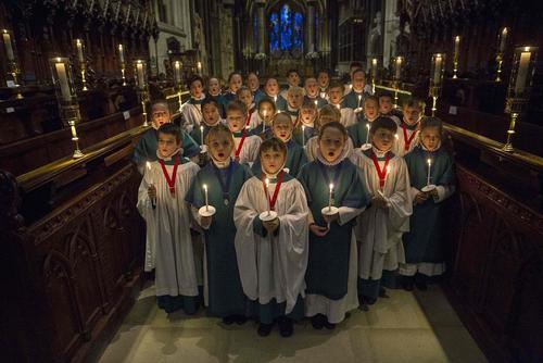تمرین گروه کُر کلیسای سارلزبوری بریتانیا