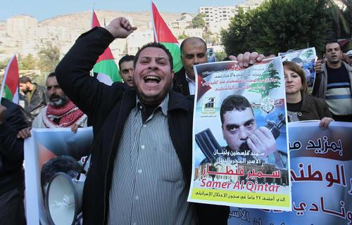 تظاهرات فلسطینی ها در محکوم کردن حملات اسراییل به سوریه و شهادت سمیر قنطار فرمانده ارشد حزب الله لبنان – نابلس