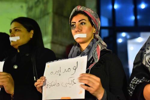 تظاهرات فعالان زن در مقابل انجمن روزنامه نگاران مصر در قاهره علیه خشونت علیه زنان