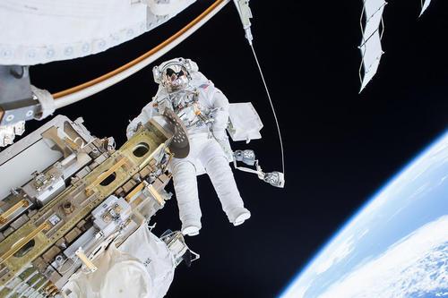 راهپیمایی فضایی فضانوردان در ایستگاه فضایی بین المللی