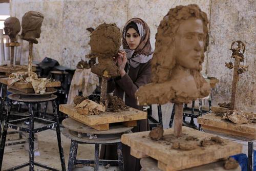 کلاس مجسمه سازی در دانشکده هنرهای زیبا دانشگاه الاقصی در خان یونس غزه