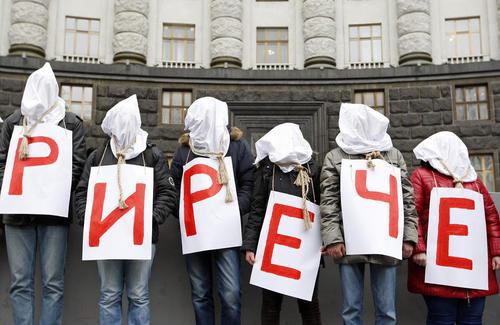 تجمع اعتراضی مبتلایان به ایدز و هپاتیت در اوکراین در اعتراض به کاهش بودجه درمانی دولت اوکراین برای سال 2016 – شهر کی یف