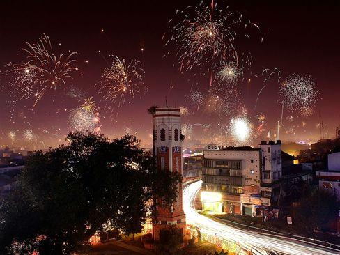 نورافشانی در جشنواره دیوالی در شهر دهرا دون در هند