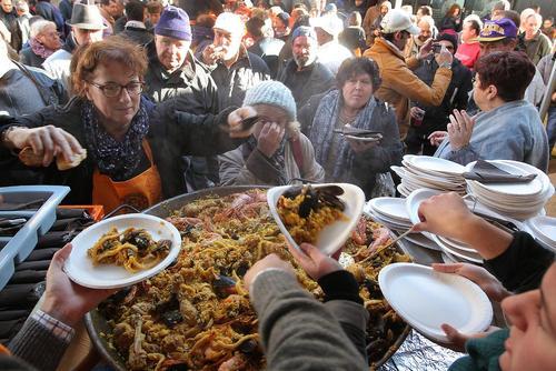 توزیع غذای رایگان از سوی رستورانی در شهر بوردو فرانسه به مناسبت کریسمس