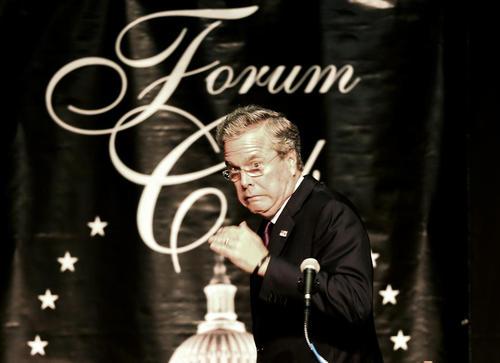 جب بوش نامزد جمهوریخواه انتخابات ریاست جمهوری آمریکا در جریان سخنرانی در فلوریدا