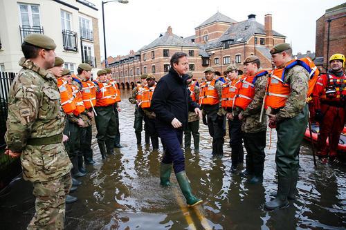 بازدید دیوید کامرون نخست وزیر انگلیس از مناطق سیلزده در یورکشایر