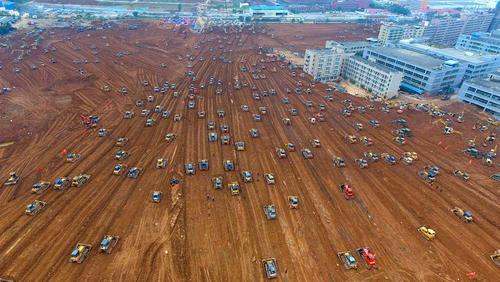 بولدوزرها در حال تسطیح منطقه رانش زمین در شنزن چین