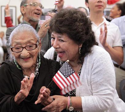 زن 101 ساله هندوراسی شهروند ایالات متحده آمریکا شد – فلوریدا