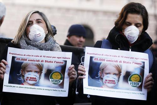 تظاهرات فعالان سبز محیط زیست علیه آلودگی هوای شهر رم ایتالیا