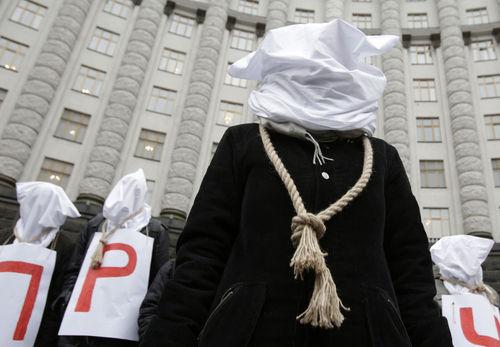 اقدام اعتراضی روبروی ساختمان دولت اوکراین در کی یف
