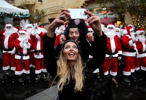 عکس سلفی با بابانوئل ها در بیروت
