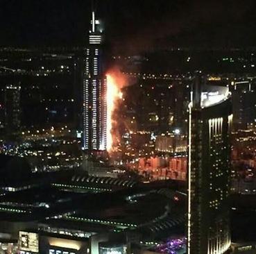 آتش گرفتن هتل بلندمرتبه در دبی و در نزدیکی برج خلیفه (بلندترین برج جهان)