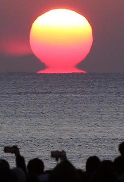 طلوع آفتاب در شهر اناگاوا، ژاپن