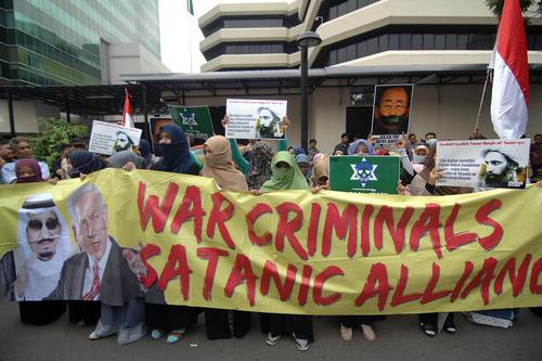 تظاهرات علیه اعدام شیخ نمر در مقابل سفارت عربستان سعودی در شهرهای جاکارتا اندونزی و دهلی نو هند