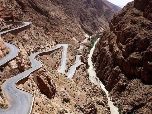 جاده ای خطرناک و پرپیچ و خم در مراکش