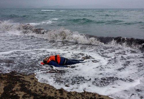 غرق شدن 34 پناهجو در سواحل ازمیر ترکیه