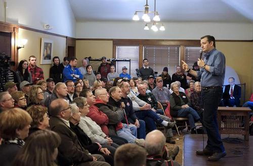 سخنرانی سناتور تدکروز نامزد جمهوریخواه انتخابات ریاست جمهوری آمریکا در کتابخانه عمومی اوناوا در ایالت آیوا