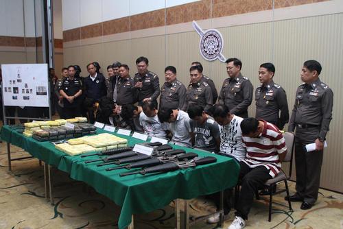 کنفرانس خبری فرمانده پلیس تایلند پس از دستگیری 9 قاچاقچی مواد مخدر