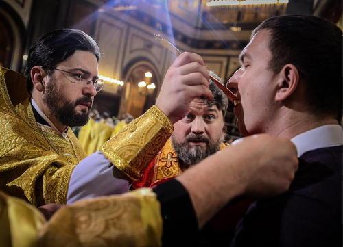 برگزاری مراسم آیینی کریسمس در کلیساهای جامع مسکو و سن پترز بورگ روسیه