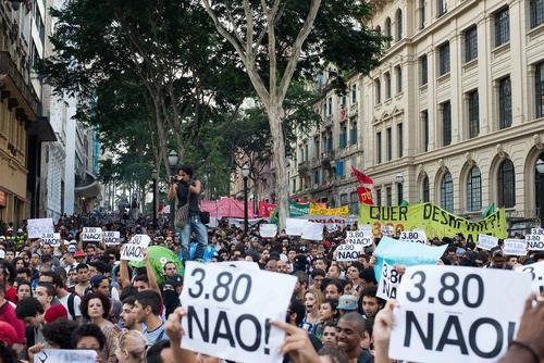 اعتراض هزاران نفری برزیلی ها در شهر سائوپائولو به افزایش 30 درصدی نرخ کرایه حمل و نقل عمومی