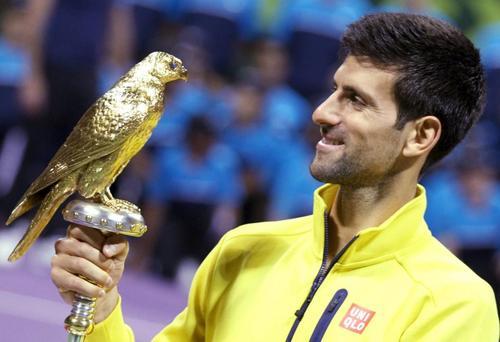 اعطای تندیس قهرمانی به نواک جاکویچ تنیسور مشهور صرب در تورنمنت تنیس دوحه قطر