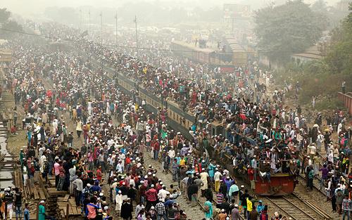 بازگشت از گردهمایی بزرگ سه روزه مسلمانان بنگلادشی با قطار