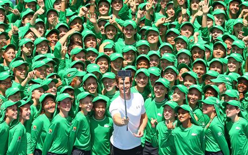 سلفی اندی موری تنیسور معروف بریتانیایی در آغاز تورنمنت تنیس ملبورن استرالیا