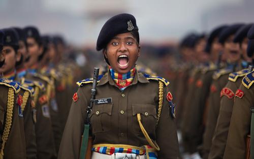 تمرین آمادگی رژه نیروهای نظامی هندی در آستانه رژه سالروز استقلال هند