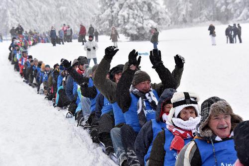 طولانی ترین سرسره انسانی در کوه های برفی – آلمان