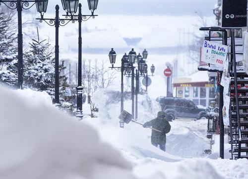 بارش چند متری برف در ولادی وستک روسیه
