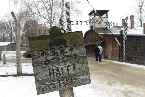 بنای اردوگاه آشویتس در لهستان همزمان با هفتادویکمین سالگرد تعطیلی این اردوگاه پس از شکست آلمان نازی در جنگ دوم جهانی